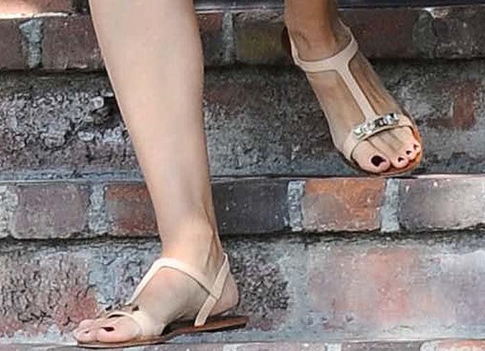 Jennifer Garner wearing Marino flats from Ferragamo