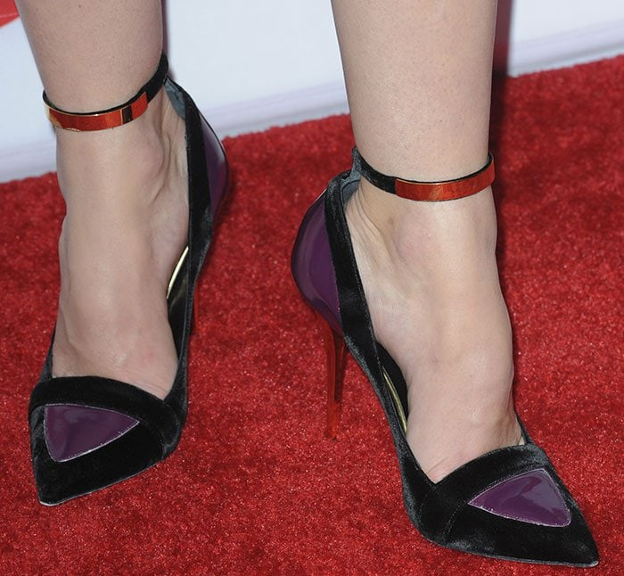 Jessica Biel's feet in Balmain pumps