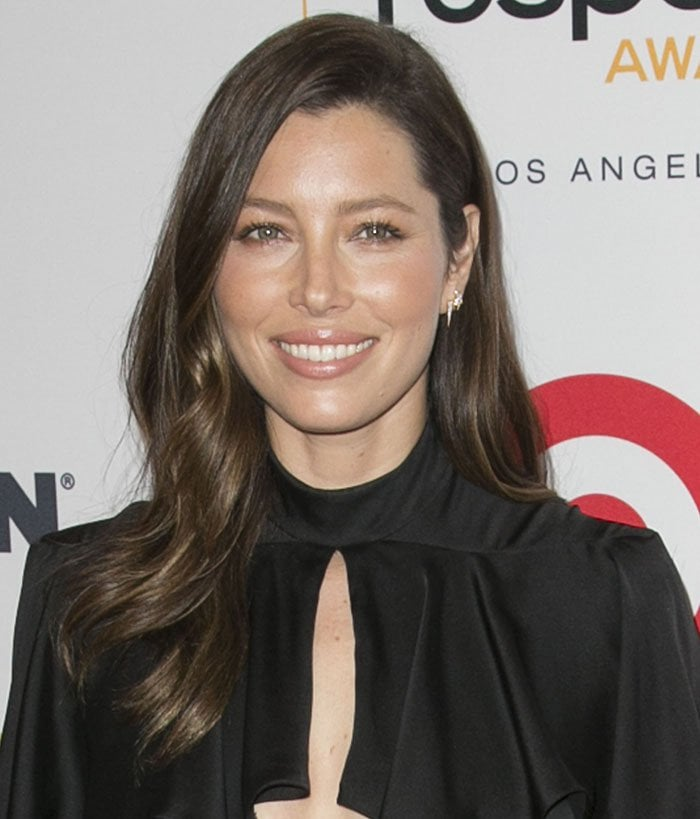 Jessica Biel wears her wavy hair down at the 2015 GLSEN Respect Awards