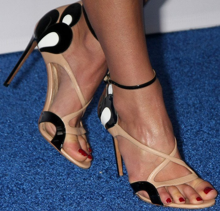 Jordana Brewster's pretty feet and toes in Nicholas Kirkwood shoes