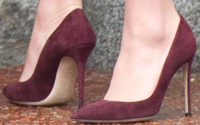 Kate Middleton finishes her ensemble with a pair of Gianvito Rossi pumps on her feet