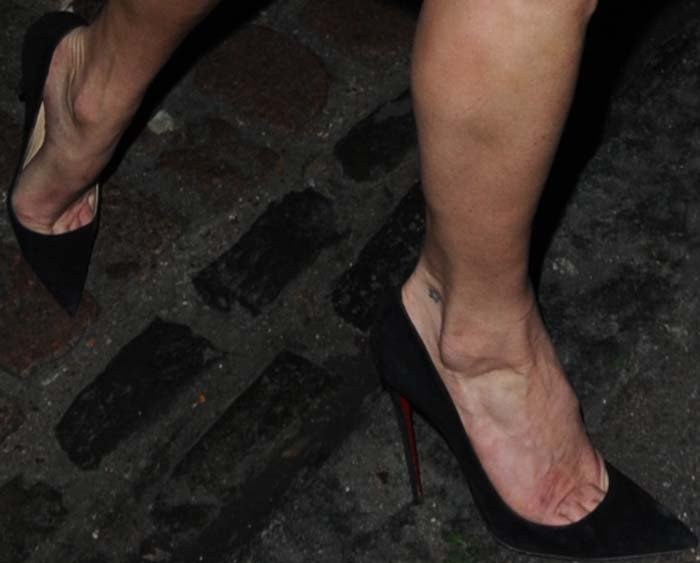 Kate Moss's feet in black suede Christian Louboutin pumps
