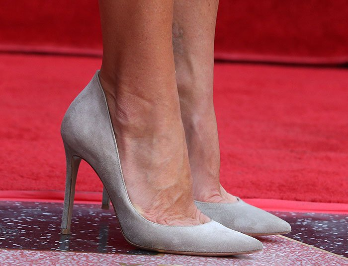 Kelly Ripa showing off her feet in Gianvito Rossi pumps