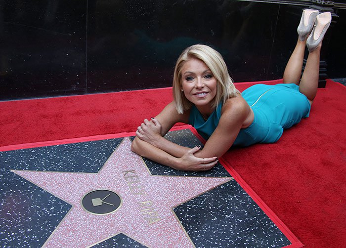 Kelly Ripa kept everything else simple with minimal jewelry and a pair of gray pumps