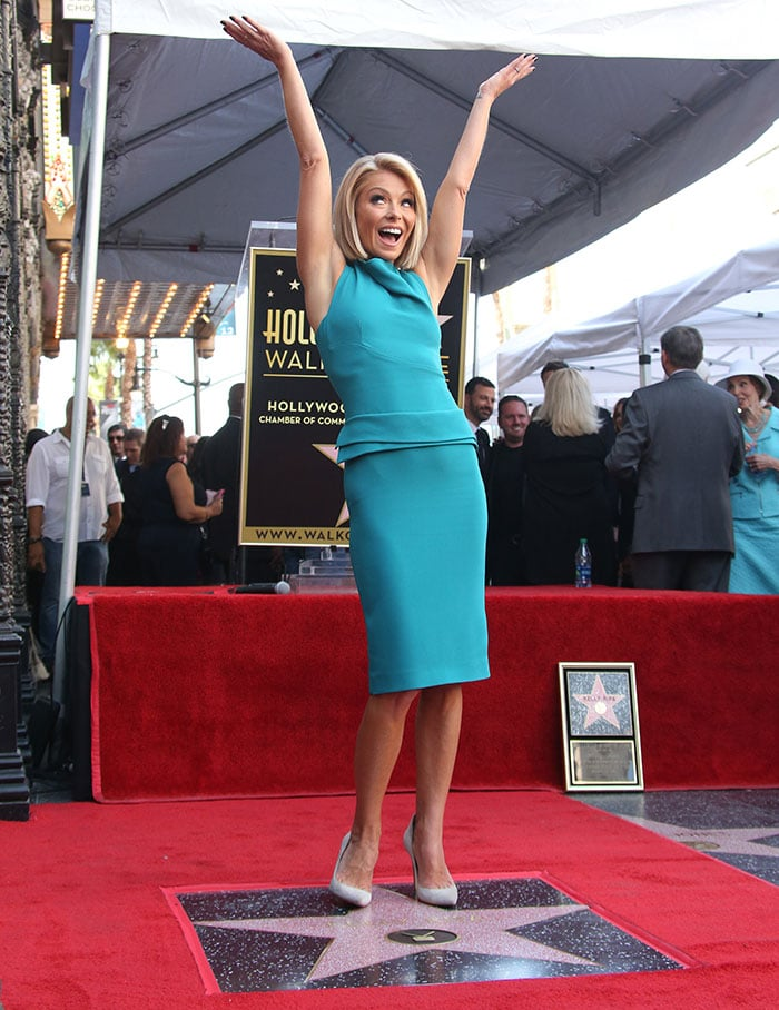 Kelly Ripa made sure that all eyes were on her as she arrived in a bright aquamarine sheath dress