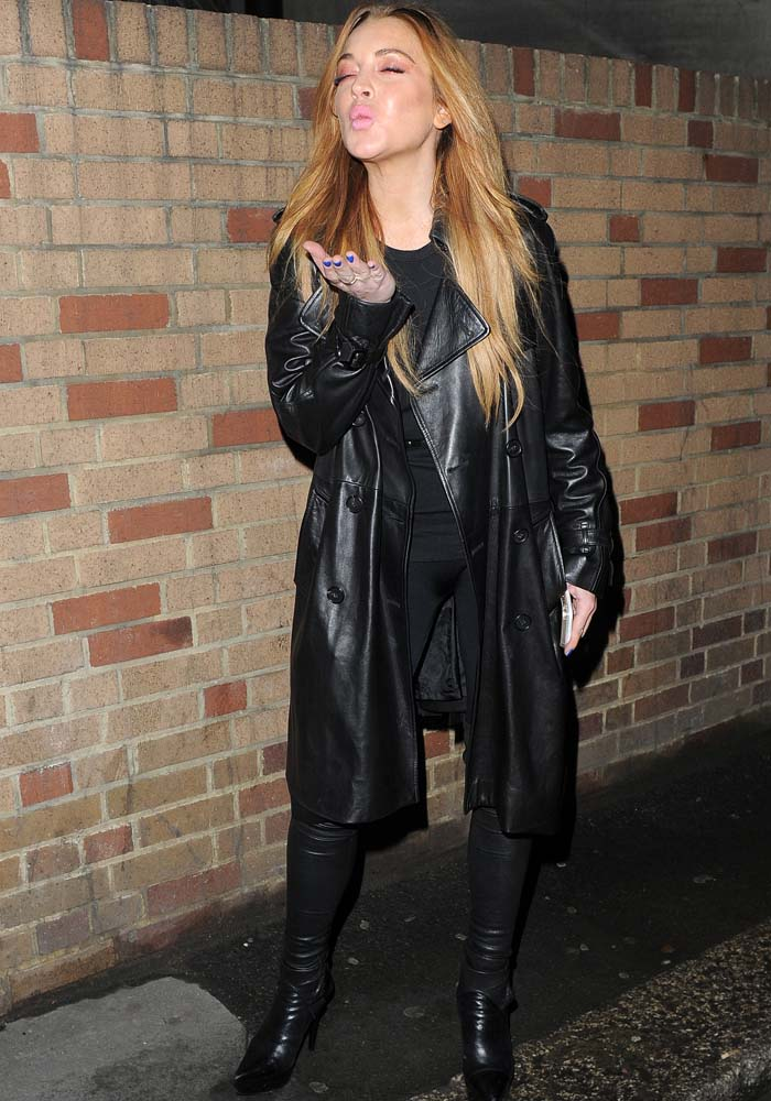 Lindsay Lohan rocked a tight black shirt and fitted leggings