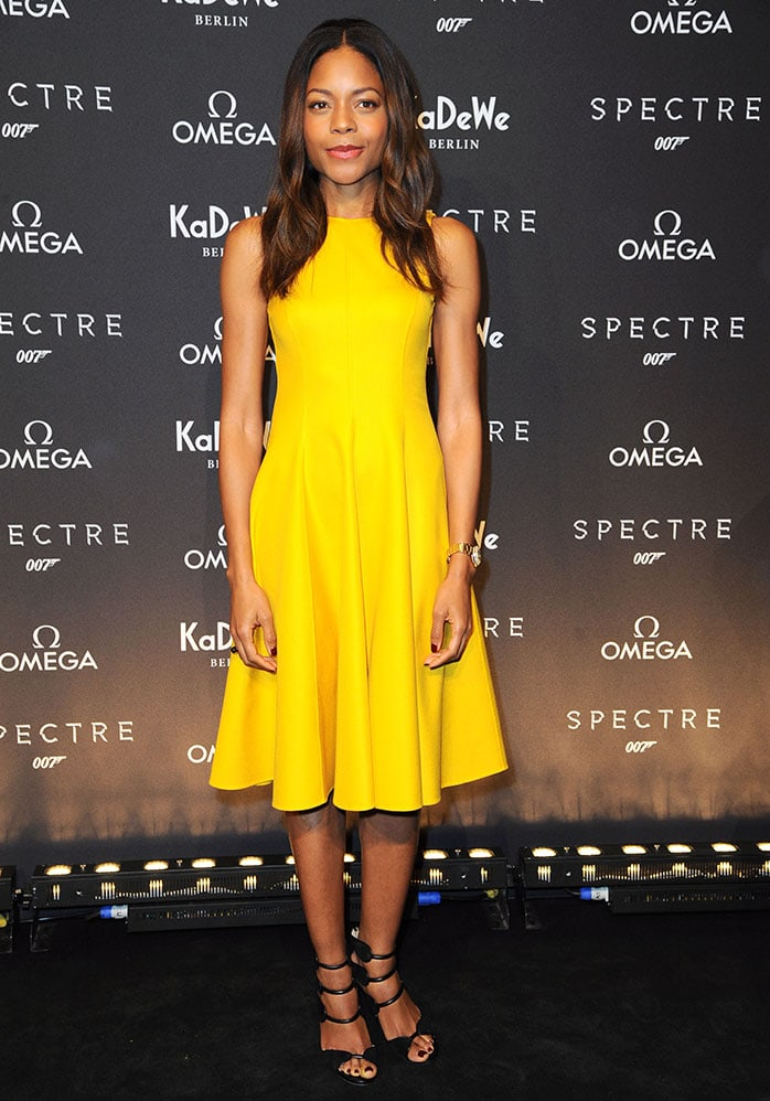 Naomie Harris' brunette locks were worn in loose waves around her shoulders, and her makeup was kept simple with bronzed eye shadow and glossy lipstick