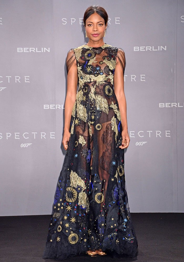 Naomie Harris shows off the embroidery on her Valentino Fall 2015 gown