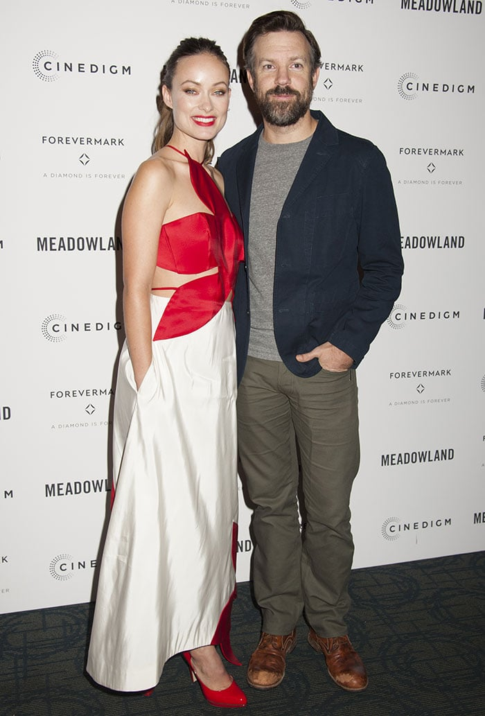 """Olivia Wilde poses on the red carpet with fiancé Jason Sudeikis at a special screening of """"Meadowland"""""""
