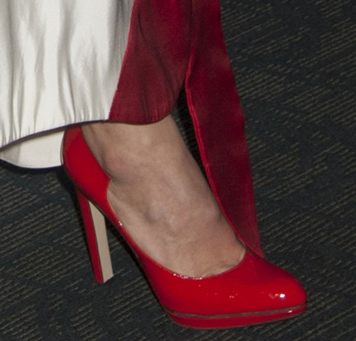 Olivia-Wilde-Paul-Andrew-Manhattan-Red-Pumps-1