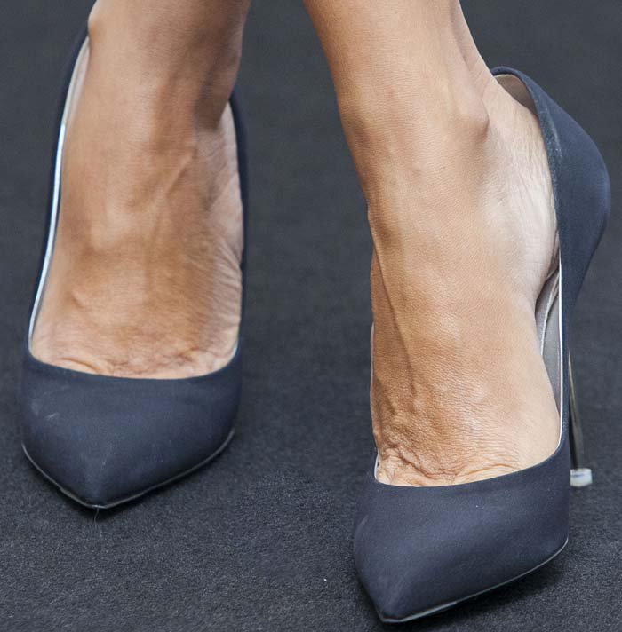 Penelope Cruz shows off her feet in navy blue Casadei shoes