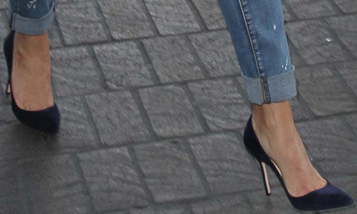 Reese Witherspoon LAX Manolo Blahnik 3