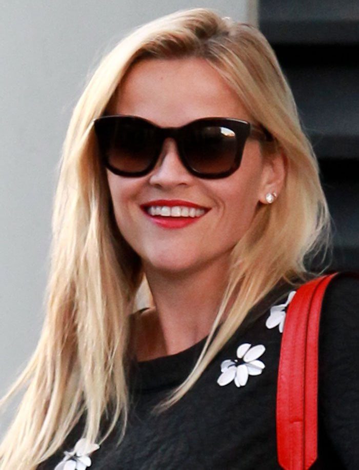 Reese-Witherspoon-red-lipstick-side-parted-blonde-hair
