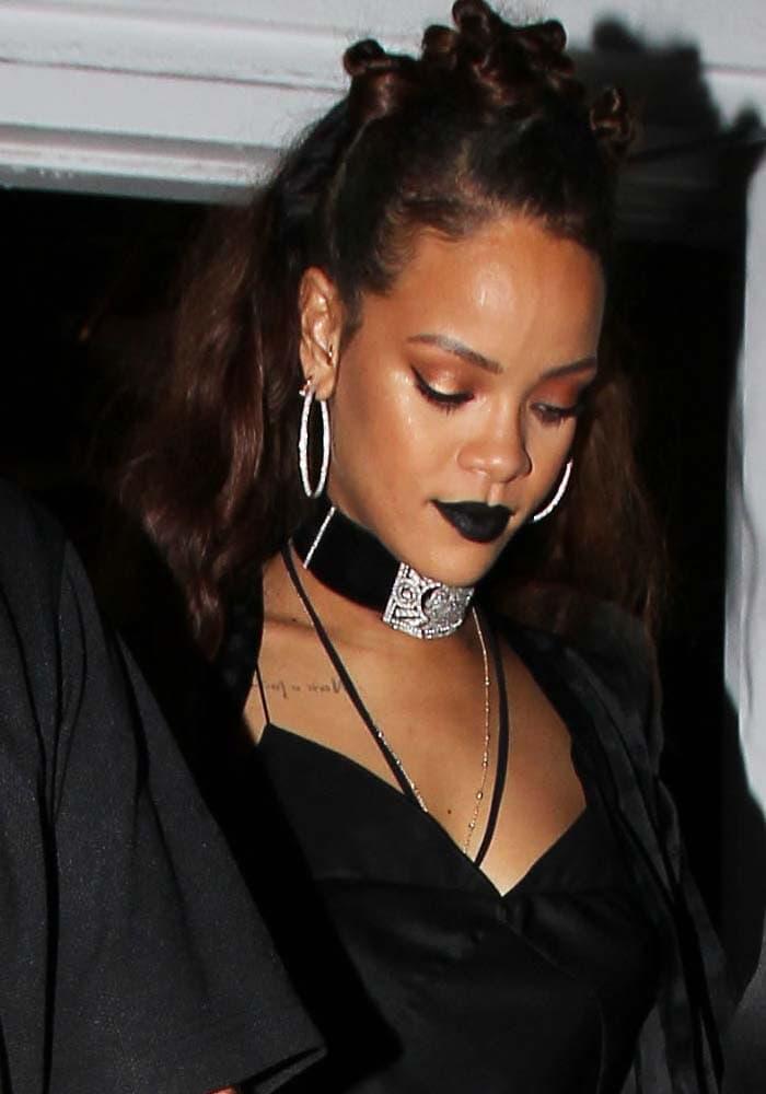 Rihanna MaMa Manolo Blahnik 1