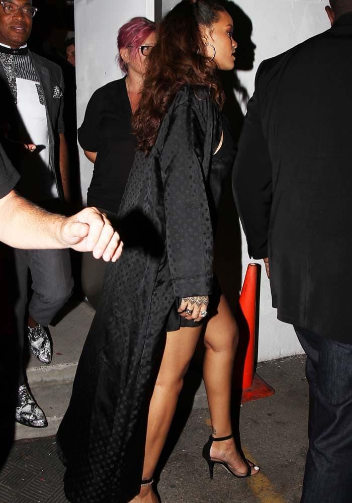 Rihanna MaMa Manolo Blahnik 4