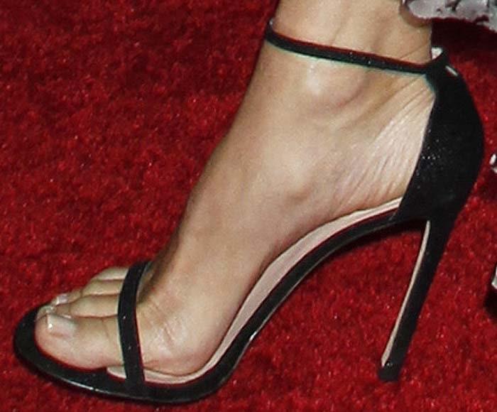 Sandra Bullock's feet in Stuart Weitzman Nudist sandals