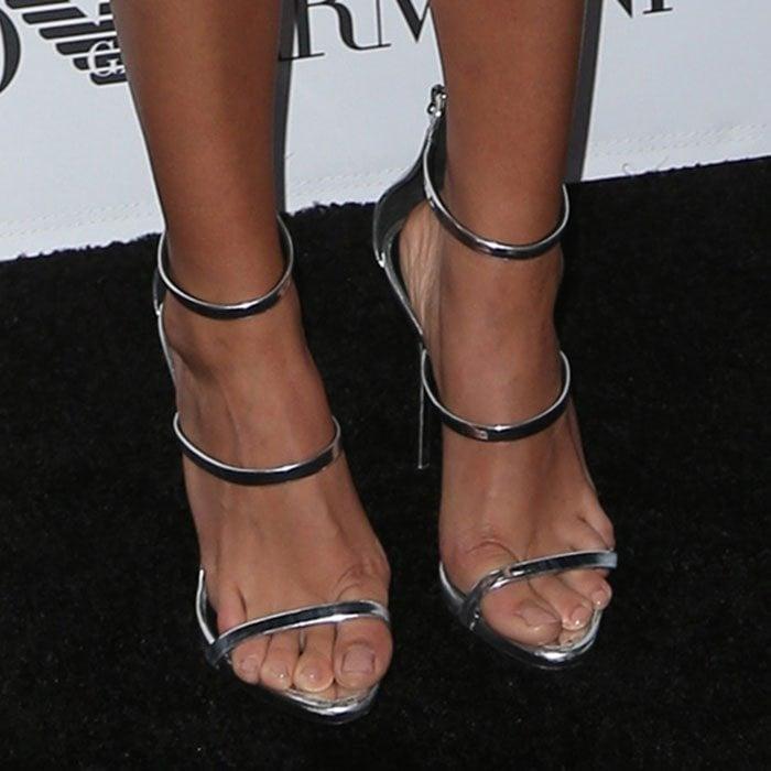 Sarah Hyland wears a pair of Giuseppe Zanotti sandals on her feet