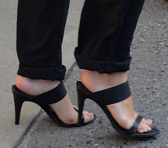 Selena Gomez's feet in Jenni Kayne sandals