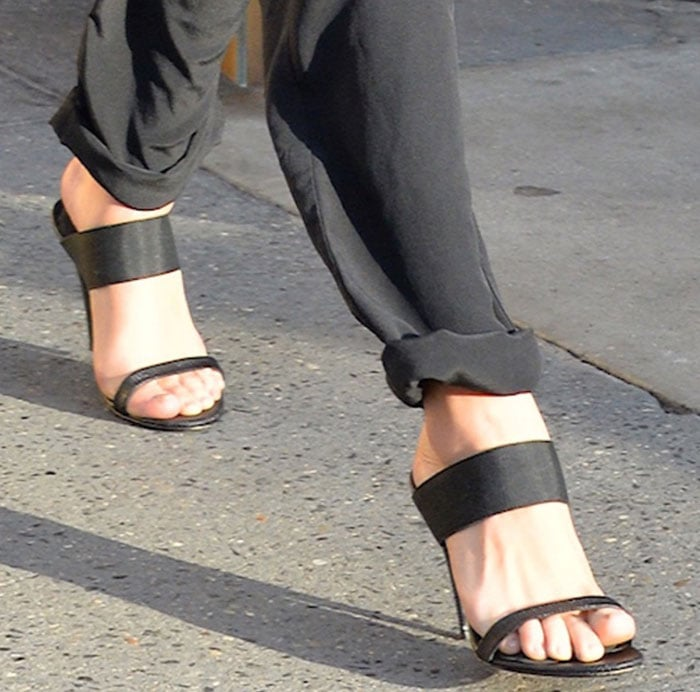 Selena Gomez cuffs her jumpsuit hem to show off her feet in a pair of Jenni Kayne sandals