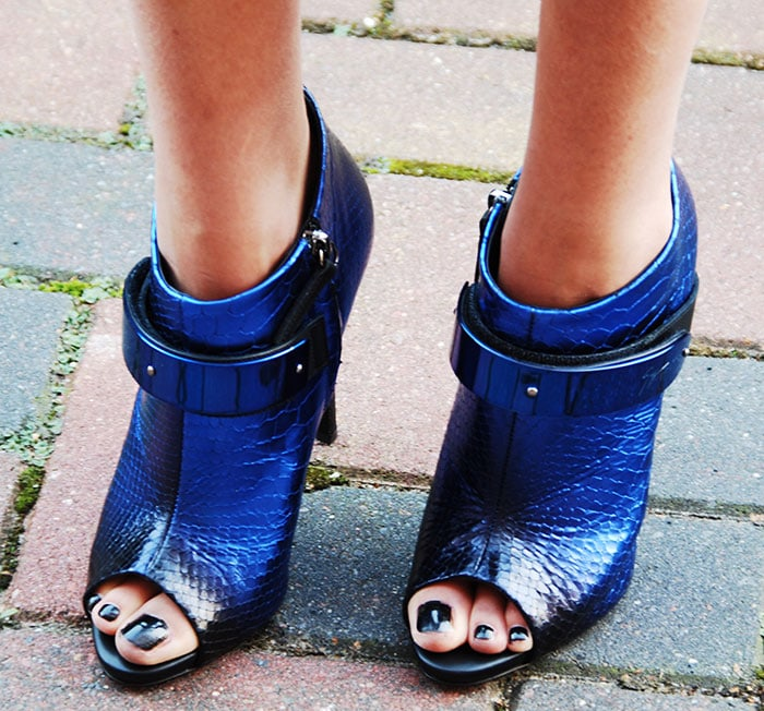 Tess shows off her toes in electric blue Giuseppe Zanotti snakeskin booties