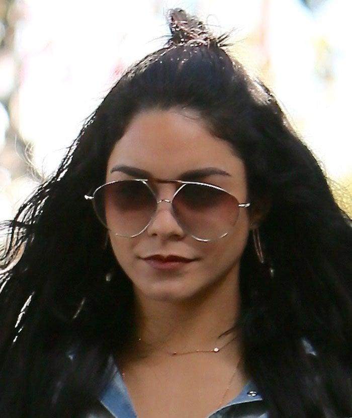 Vanessa-Hudgens-half-up-half-down-wavy-hair
