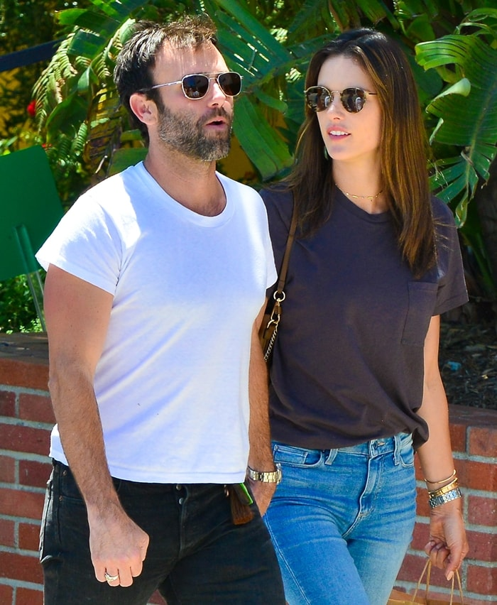 Alessandra Ambrosio and Jamie Mazur started dating after meeting at a fashion event in 2005