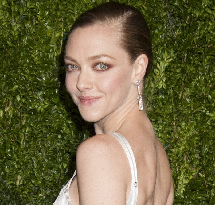 Amanda Seyfried wears her hair back at the 2015 CFDA/Vogue Fashion Fund Awards