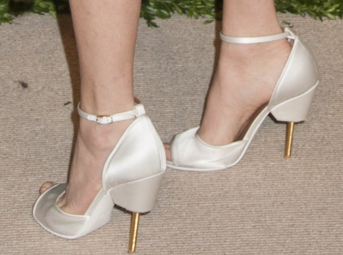 Amanda Seyfried's feet in white Givenchy sandals