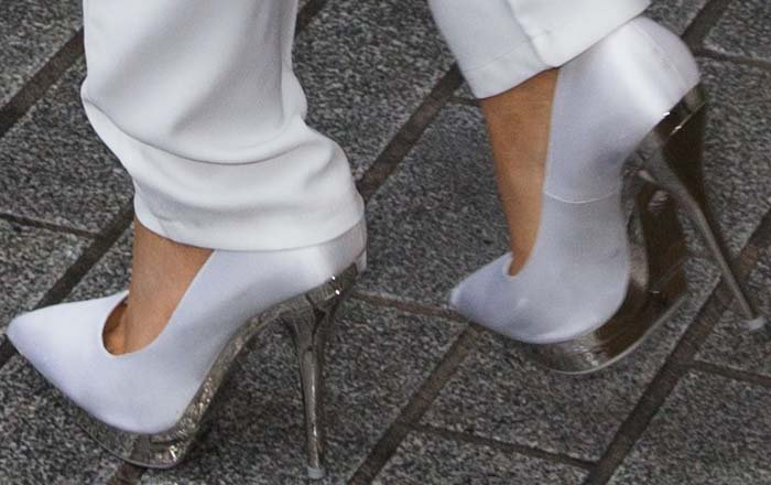 Ariana Grande's feet in white-and-silver Versace pumps