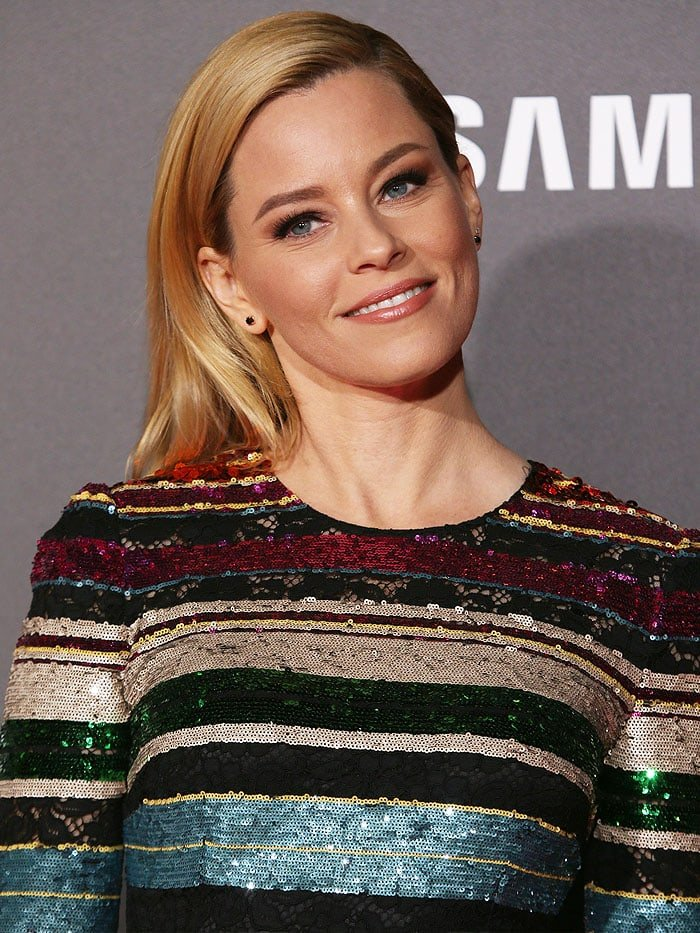 "Elizabeth Banks with shoulder-length blonde hair at ""The Hunger Games: Mockingjay - Part 2"" premiere"