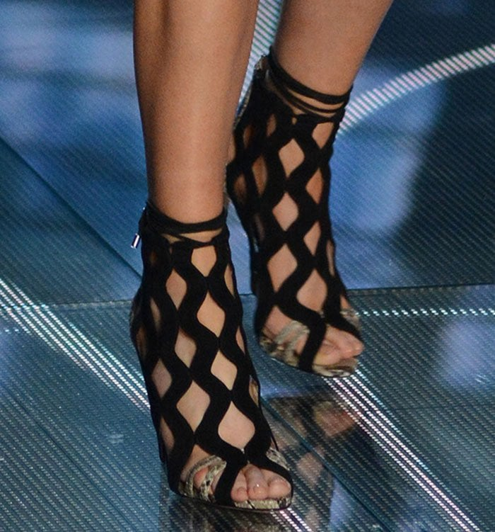 Ellie Goulding's feet in Alexandre Birman sandals