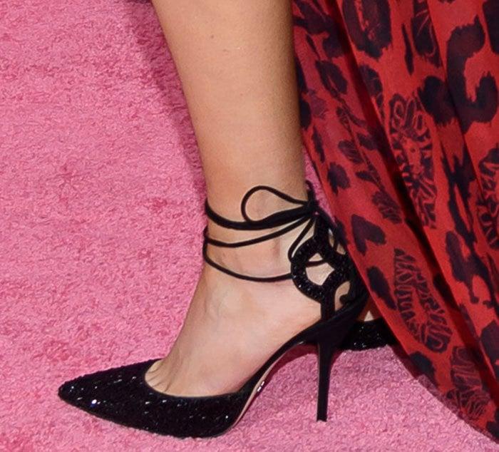 Ellie Goulding's feet in Paul Andrew pumps