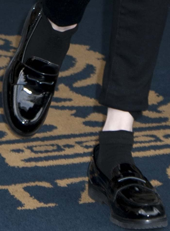Emma Roberts' feet in Vince Camuto oxfords