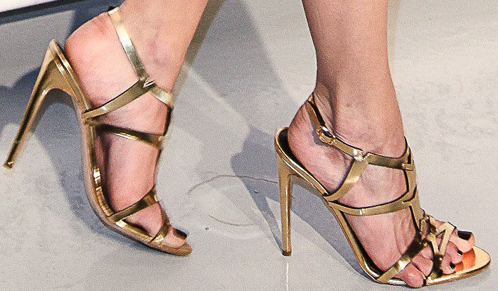 Emmy Rossum had problems wearing these sandals