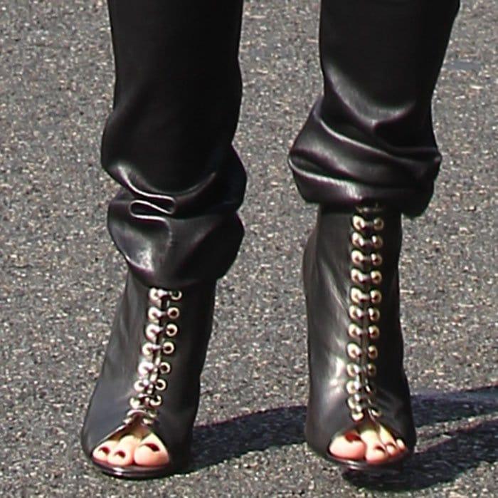 Gwen Stefani's feet in L.A.M.B. booties