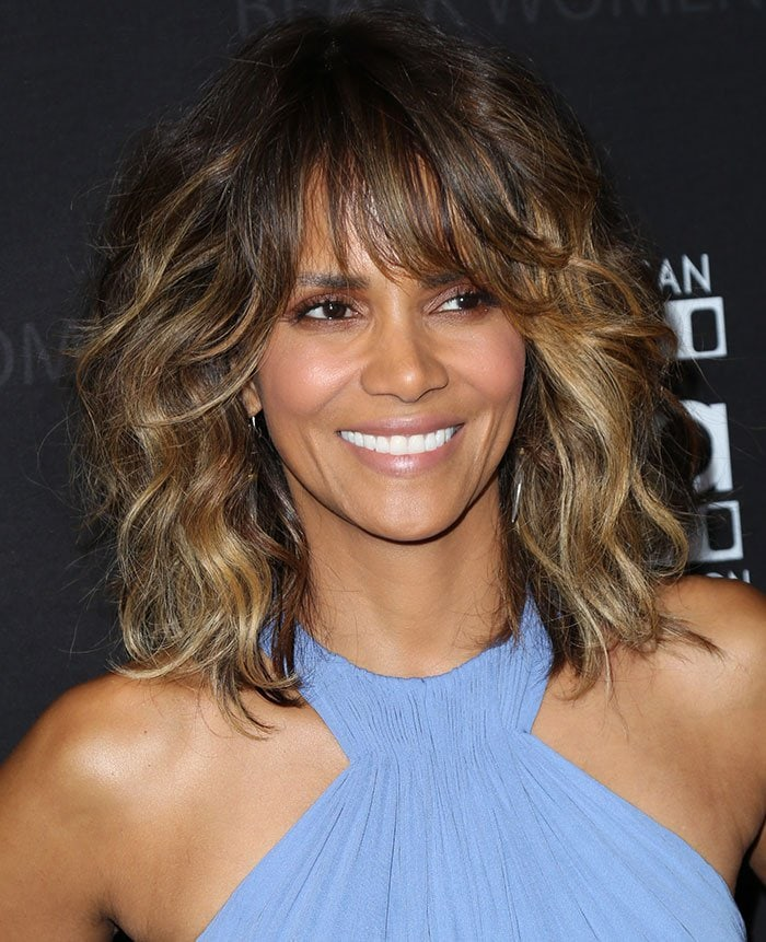 Halle-Berry-loose-wave-hairstyle-sultry-makeup