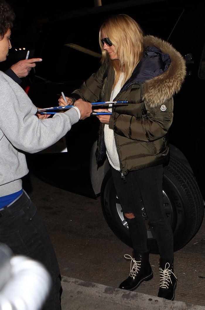 Heidi-Klum-sign-autographs-LAX