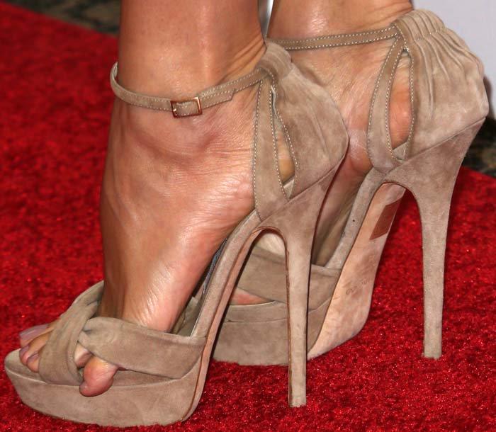 Jennifer Garner showing off her pinky toe
