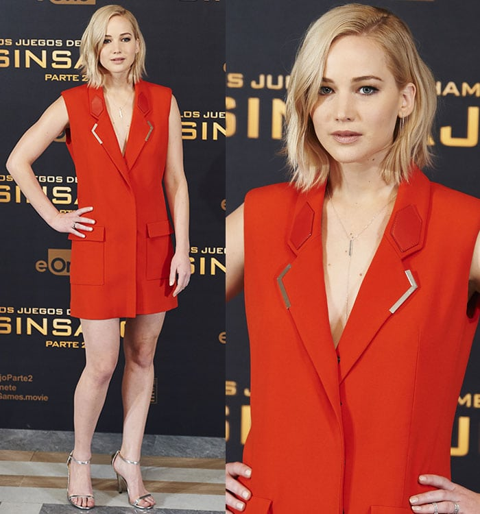 llowing her red-hot dress to do the talking, Jennifer Lawrence kept her accessories to a minimum