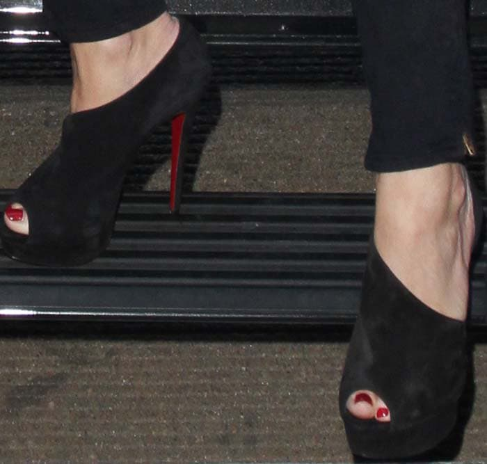 Jessica Simpson's feet in Christian Louboutin sandals