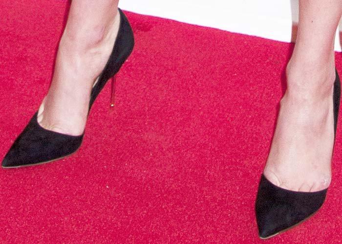 Karlie Kloss's feet in Kurt Geiger pumps
