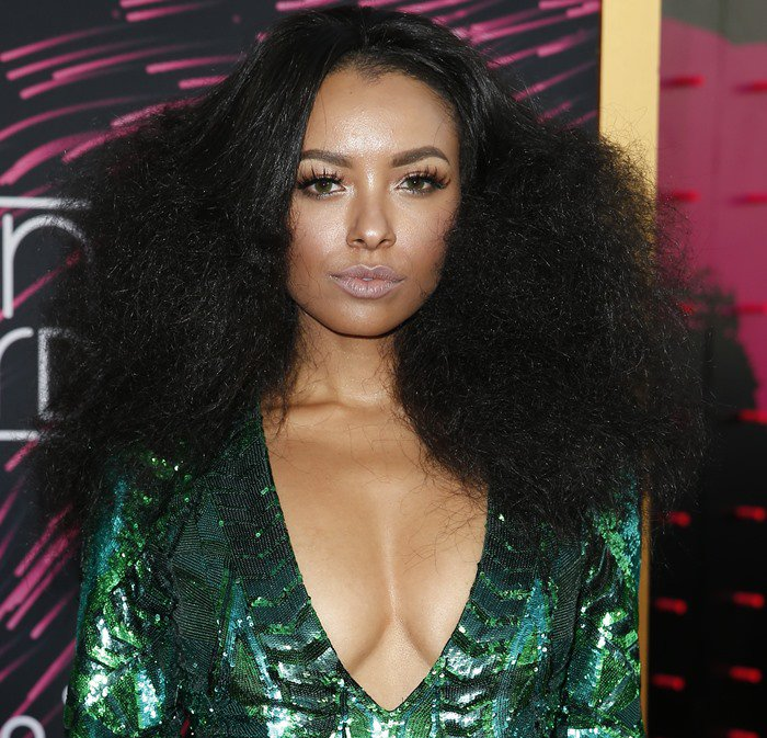 2015 Soul Train Music Awards - Kat Graham wears her hair down at the 2015 Soul Train Music Awards