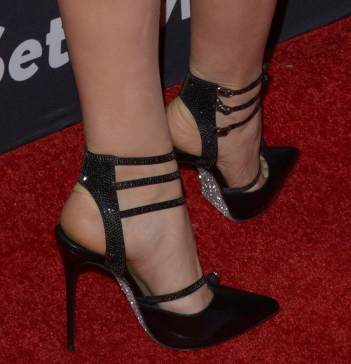 Katharine McPhee's feet in Rene Caovilla pumps