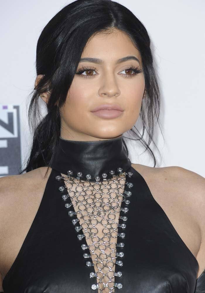 No wonder Kylie didn't look forlorn at all at the red carpet of the 2015 American Music Awards