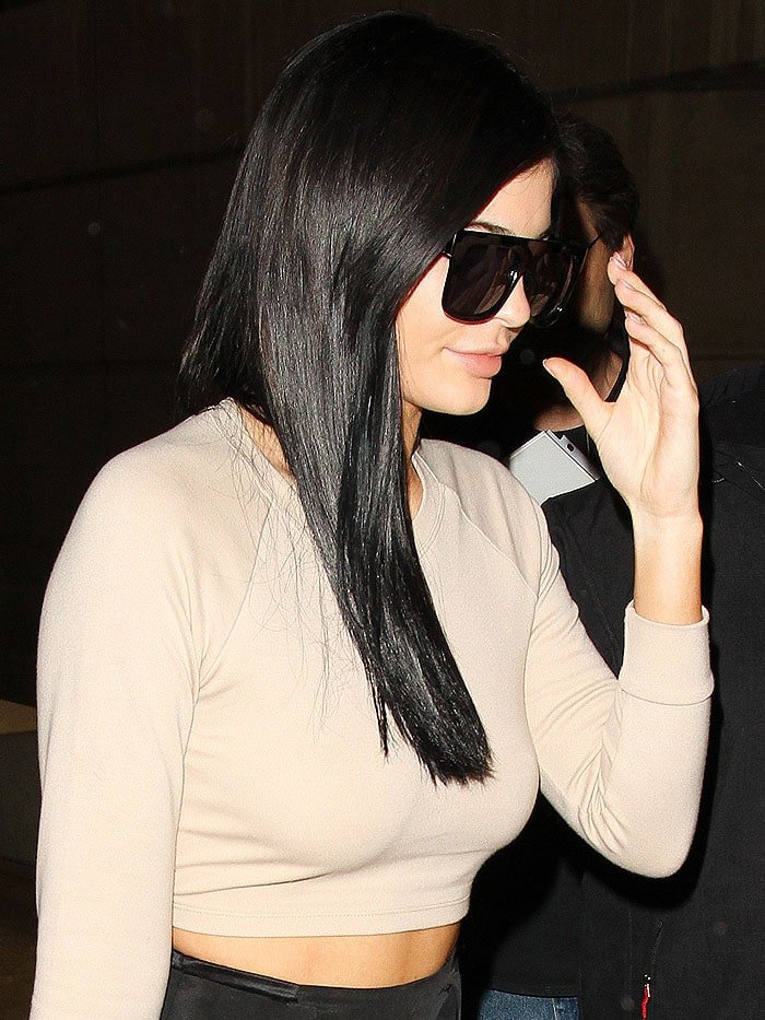 Kylie Jenner masterfully concealing her face from the paparazzi behind dark sunglasses