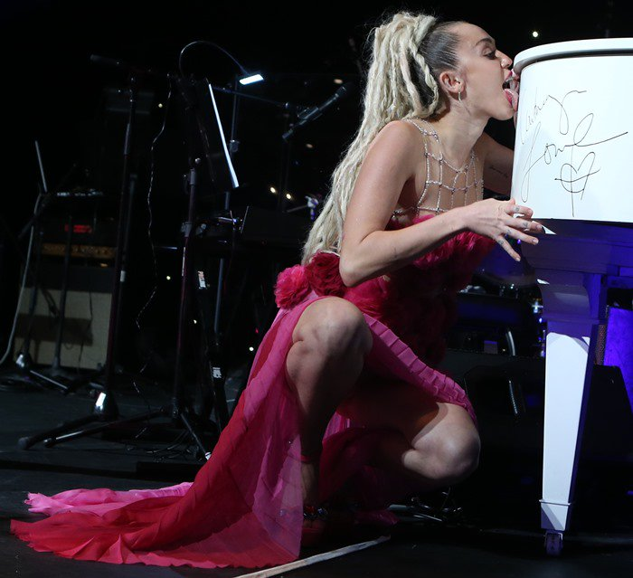 "During the show, Miley Cyrus jumped on stage to kiss and lick a white grand piano donated by ""Orange Is The New Black"" star Ruby Rose"