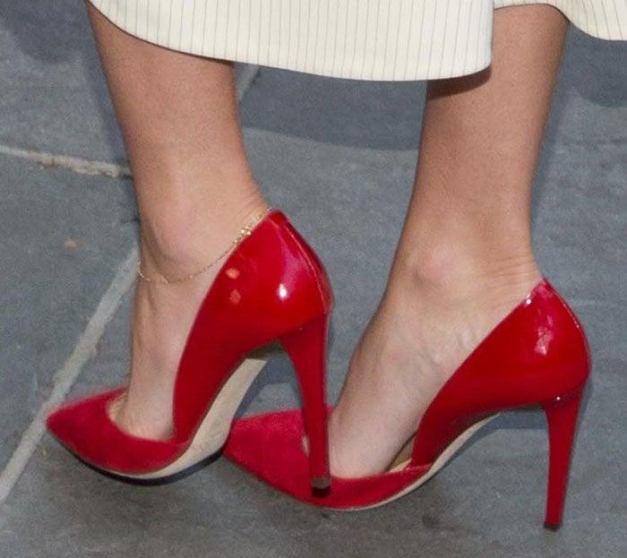 "Miranda Kerr's feet in ""Darylin"" pumps"