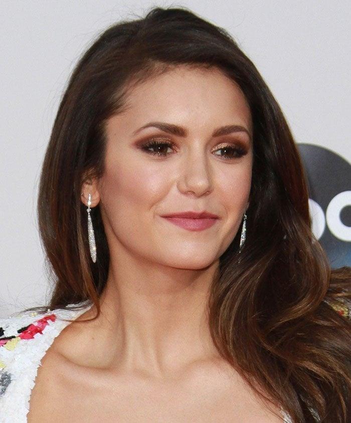 Nina-Dobrev-bronzed-eye-shadow-side-parted-wavy-hair