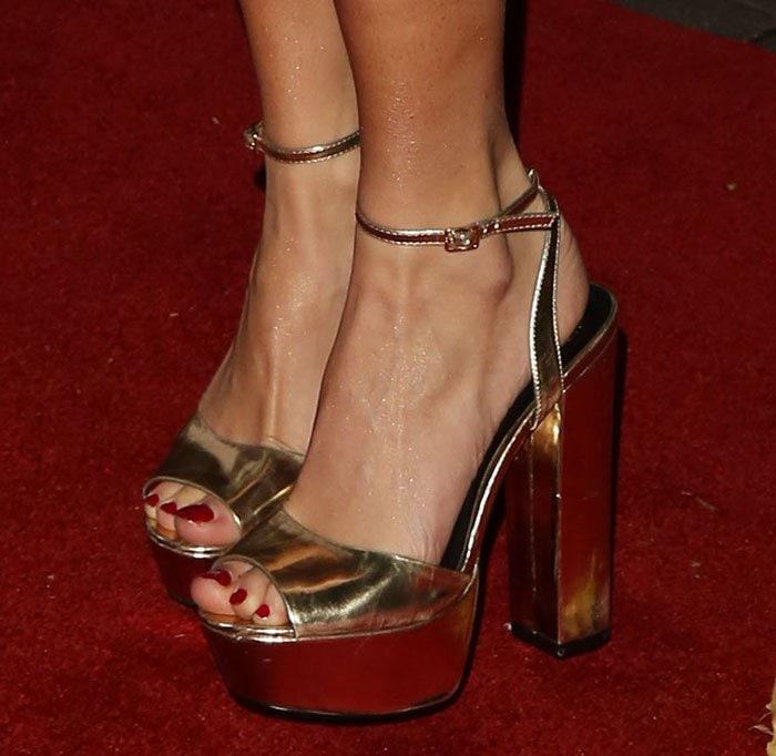 Pixie Lott's feet in Kurt Geiger sandals