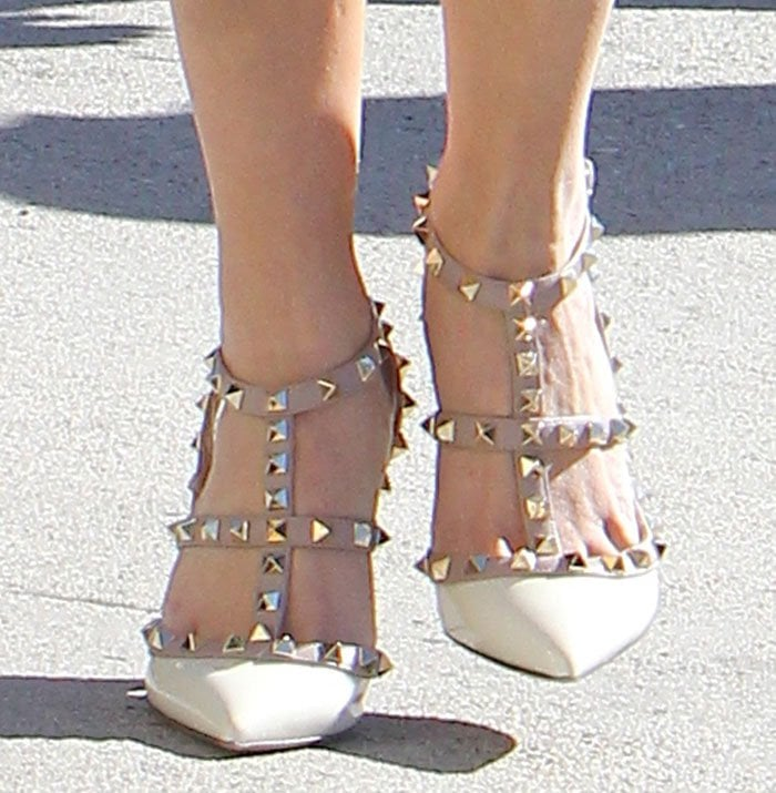 Reese Witherspoon's feet in pointy Valentino shoes